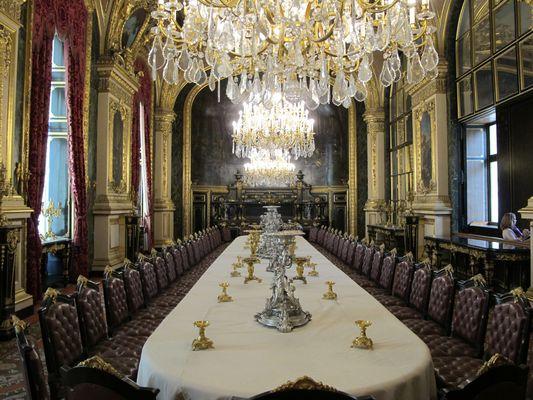 Une grande salle à manger