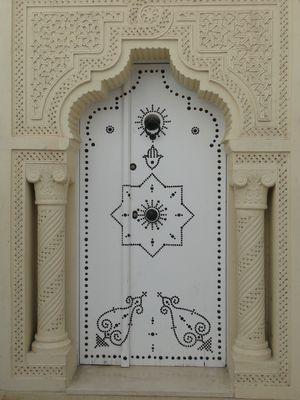 Une magnifique porte de la médina
