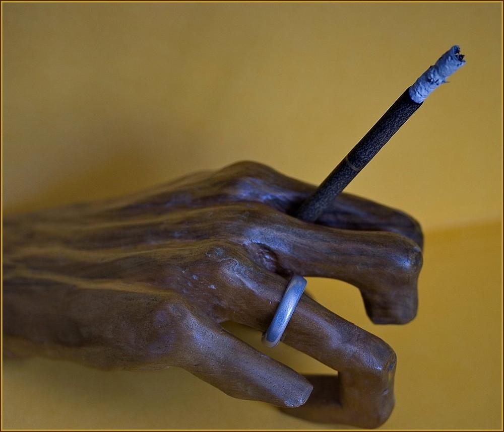 une main cassée