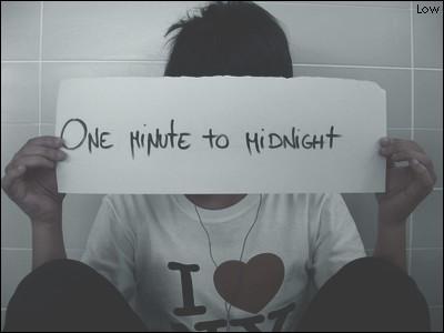 Une minute à minuit .