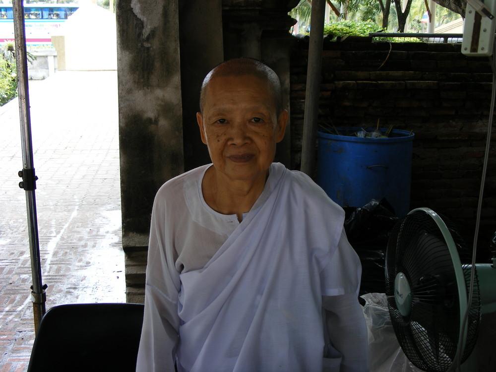 une nonne bouddhiste