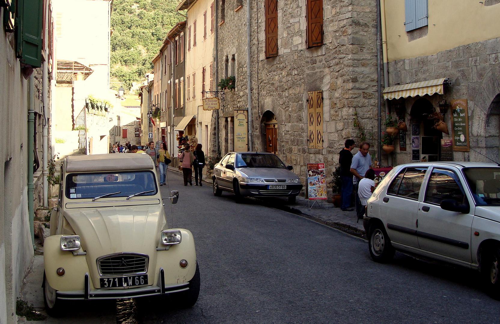 Une petite ville avec le nom: VILLEFRANCHE-de-CONFLENT..03