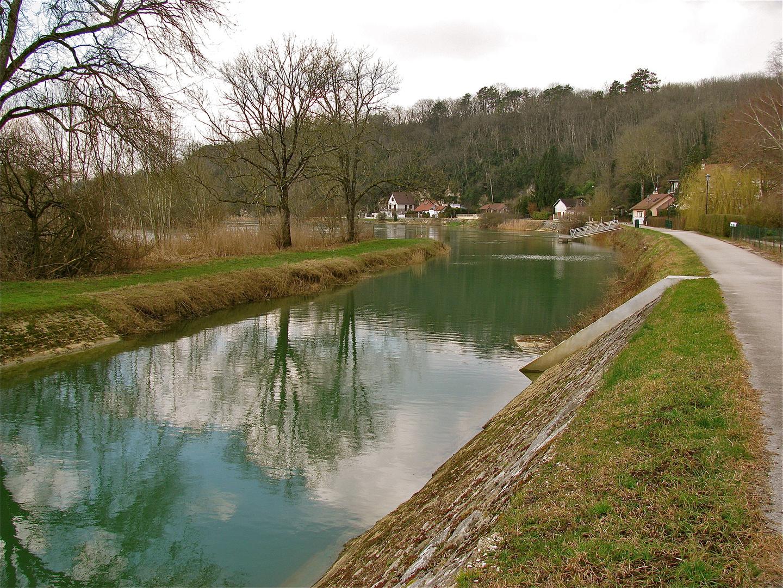 ...Une promenade á Rochefort -sur - Nenon...