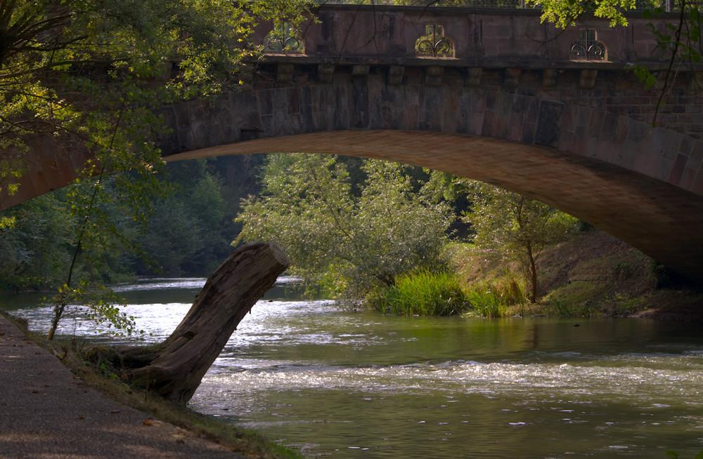 Une riviere un pont