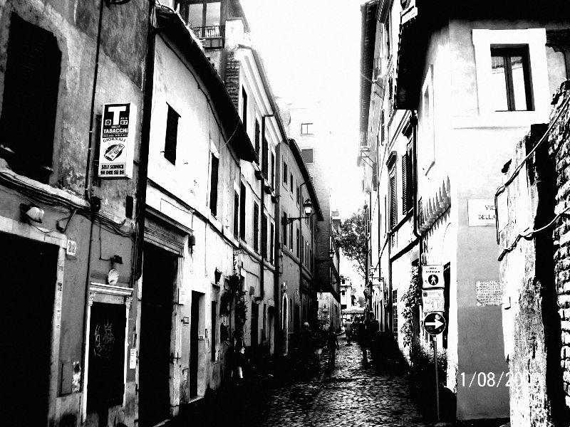 une rue, au milieu de commerce