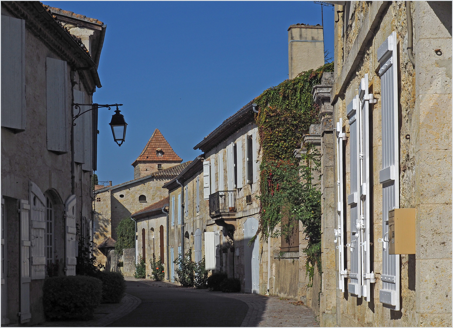 Une rue de Terraube   --  Gers