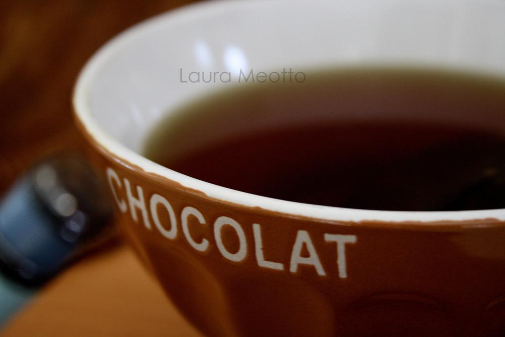 Une tisane dans un bol à chocolat !
