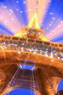 Une Tour Eiffel qui brille