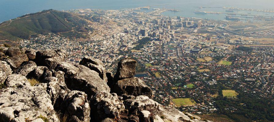 Une vue du Cap du sommet de la Table Mountain (Afrique du sud)