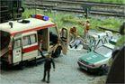 Unfallopfer: Notarzt und Sanitäter im Einsatz