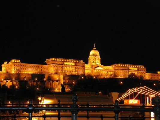Ungarn bei Nacht