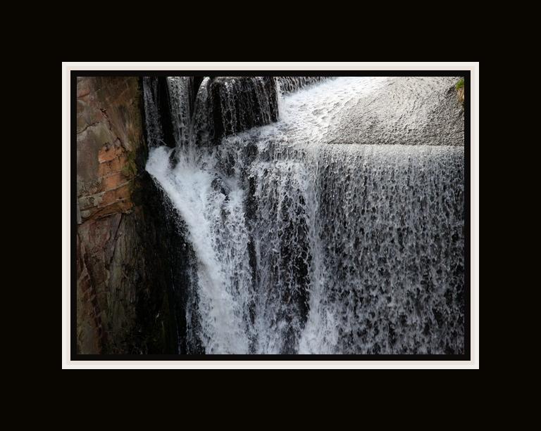 Ungebändigt und tobend wie die Natur den Fluss des Lebens schuf.