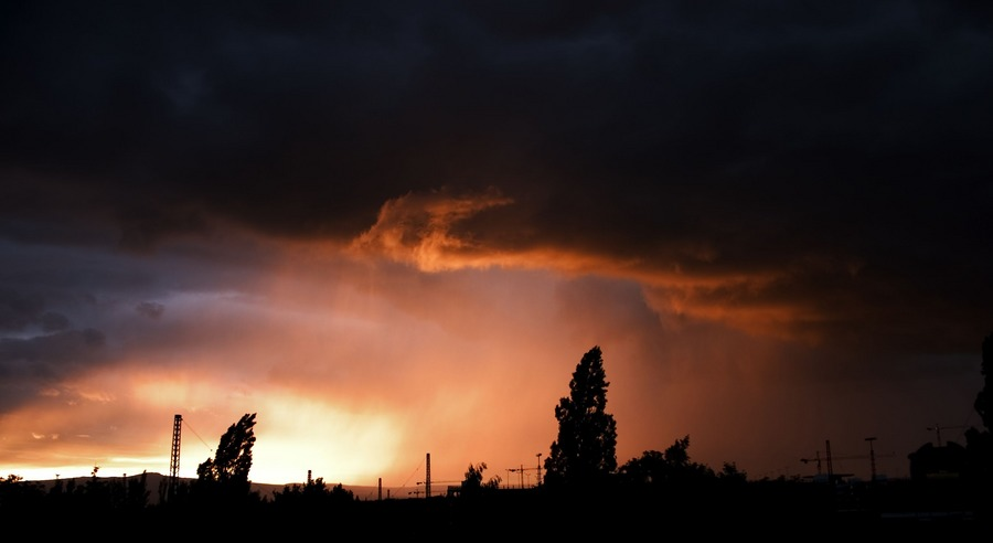 Unheimlicher Sonnenuntergang