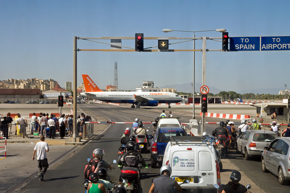 Zanimljivi putevi, staze, ceste - Page 2 Unikum-airport-gibraltar-3fd12220-d474-4e53-af69-5fb136888fdc