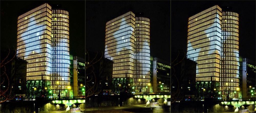 Uniqa-Tower in Gold