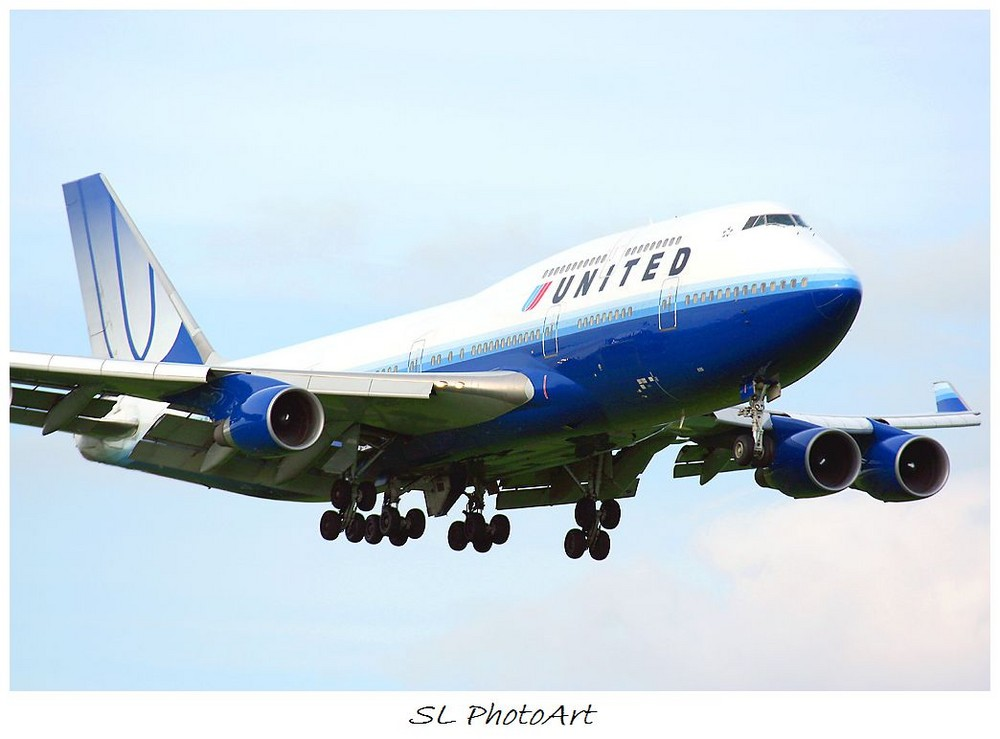 United 744 New Livery - First Time @ HHN -