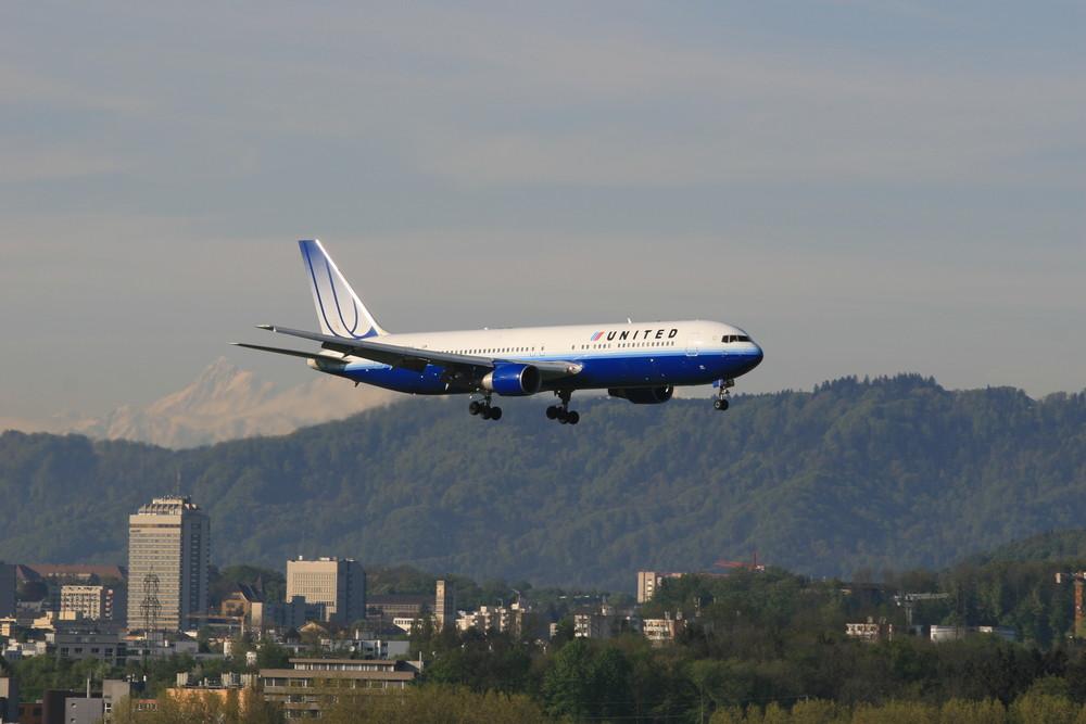 United Airlines inbound from Denver intern.via Boston, Boeing 767-300 ER