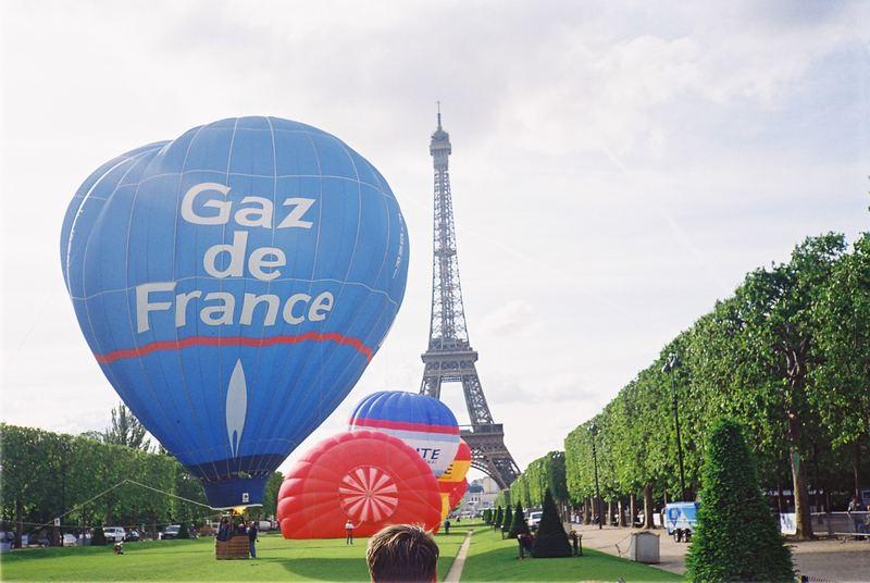 united colors of tour Eiffel