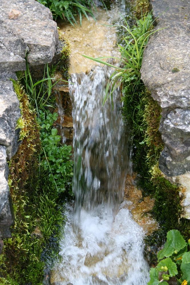 Unser kleiner Wasserfall im Garten