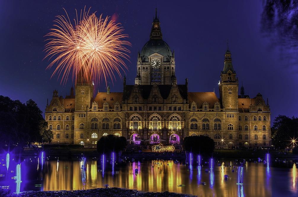 Moderne Architektur In Hannover Foto Bild: Unser Rathaus In Hannover Mit Feuerwerk Foto & Bild