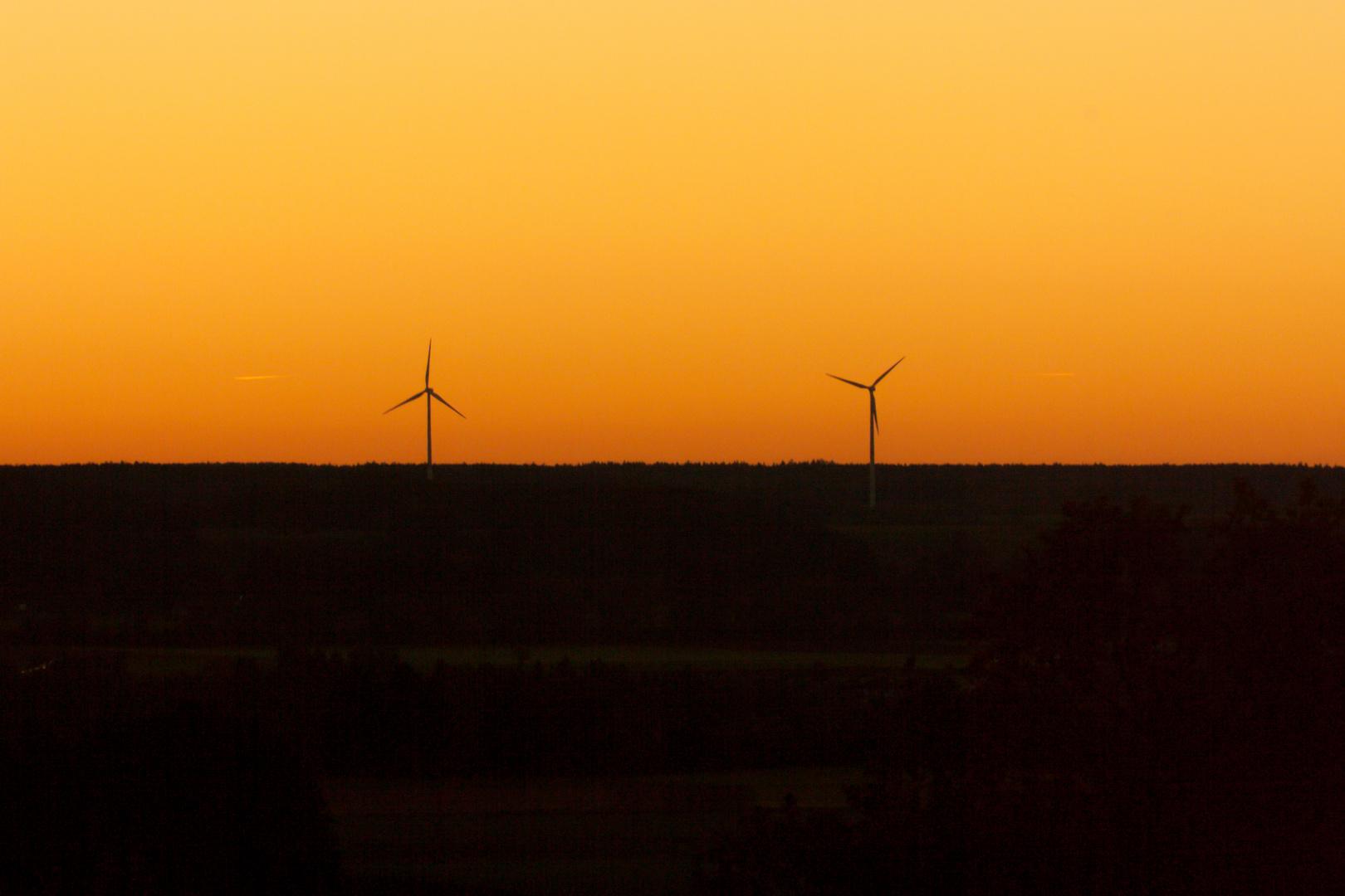 Unsere Energiewende bei Sonnenuntergang