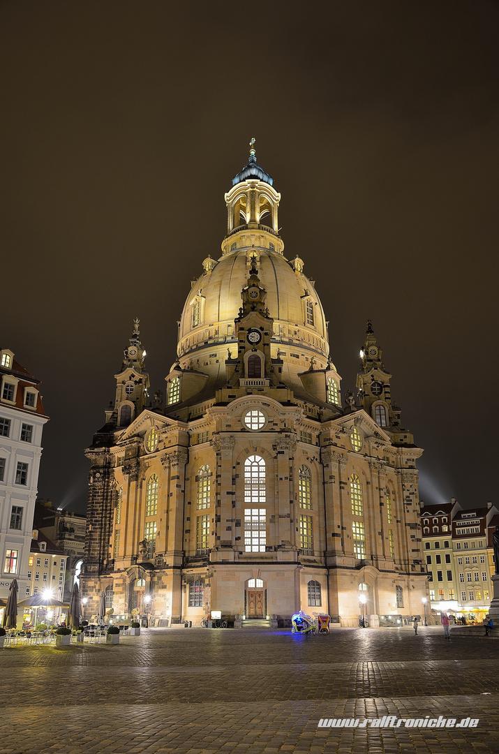 Unsere Frauenkirche bei Nacht