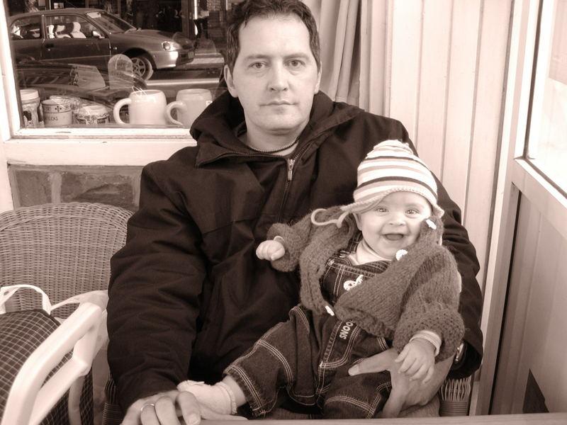 Unsere fröhliche Tochter(Saskia) mit ihrem Papa(Alain)