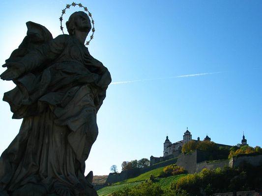"""Unsere heilige Jungfrau als """"apokalyptisch' Weib"""" auf der Alten Mainbrücke zu Würzburg"""