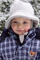 Unsere kleine verträumt im Schnee