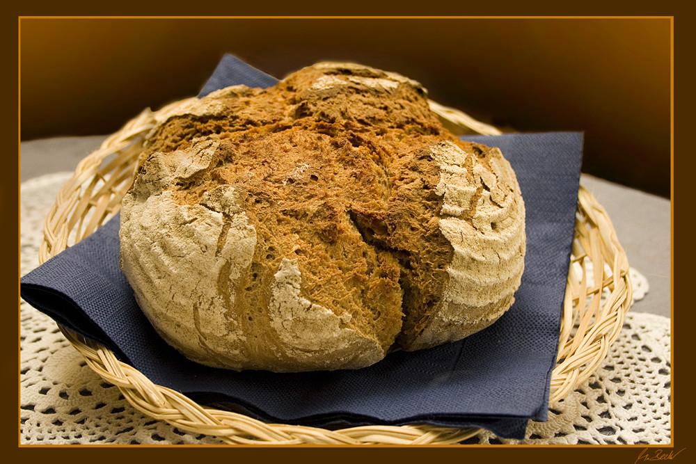 ...unserer täglich Brot (frisch aus dem Steinofen)