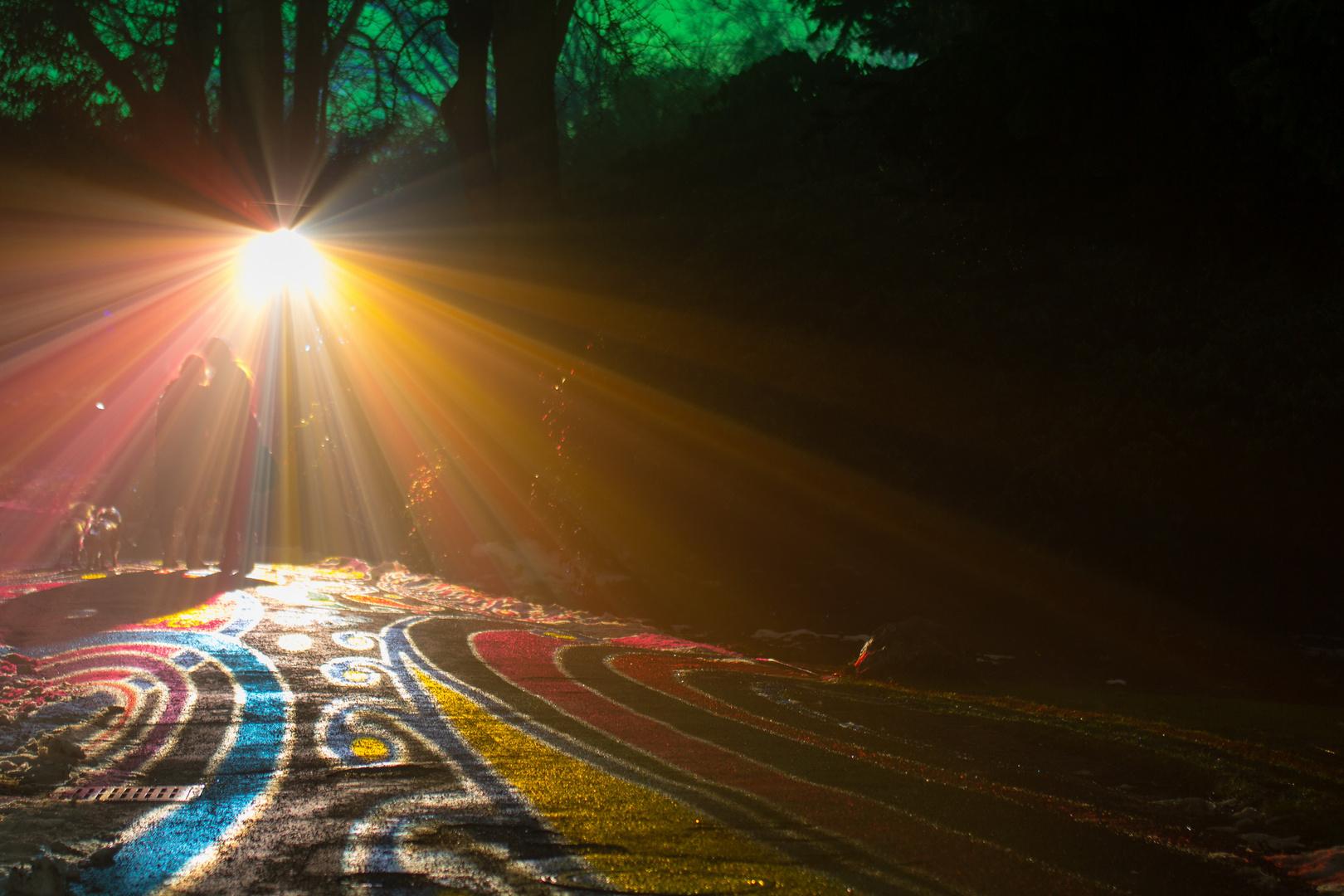 Unter dem Regenbogenlicht