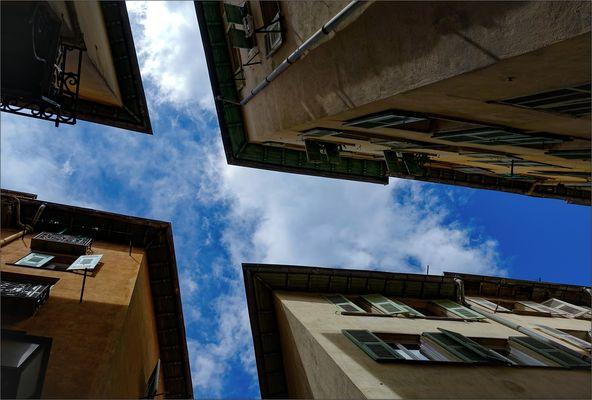 Unter den Dächern von Nizza