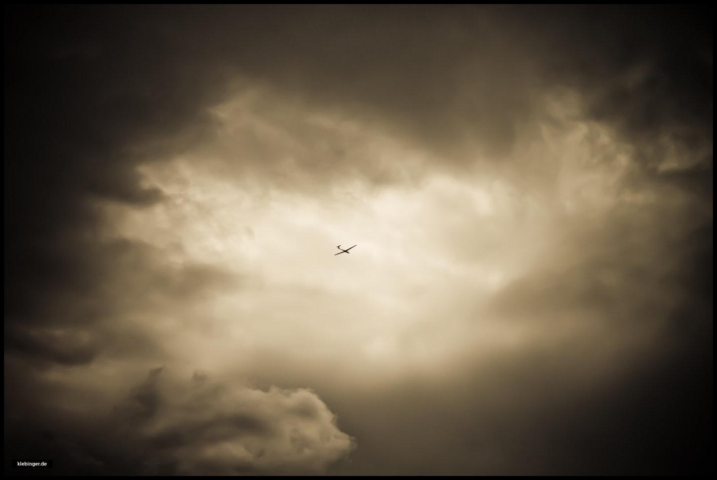 Unter den Wolken...