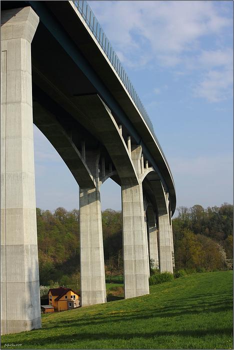 Unter der Brücke wohnen ...