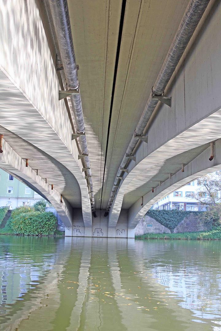 Unter der Donaubrücke
