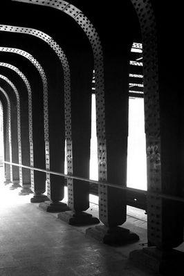 Unter der Eisenbahnbrücke