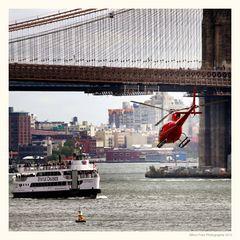 Unter der New Yorker Brooklyn Bridge