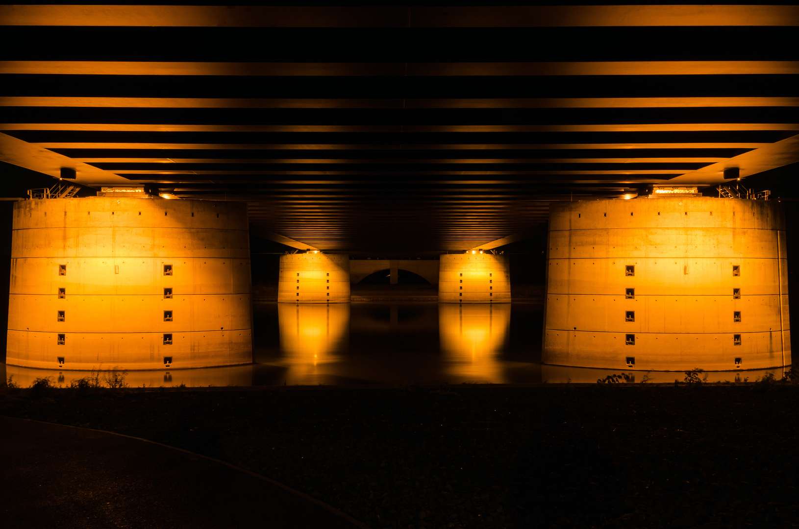 Unter der Trogbrücke