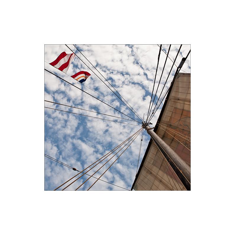[ Unter Flagge ]