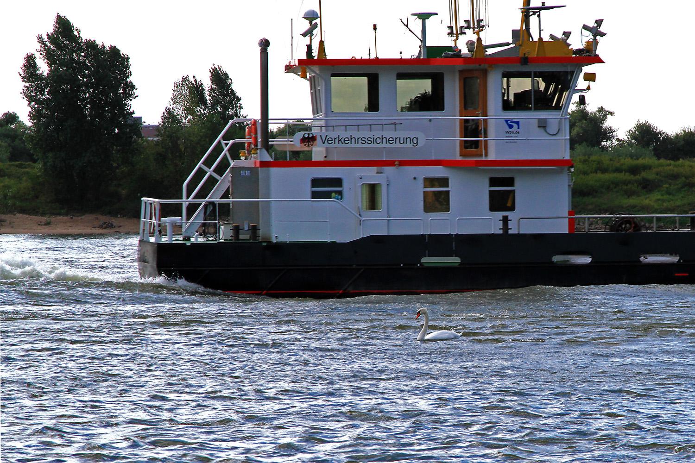 Unter Verkehrssicherung Rheinabwärts