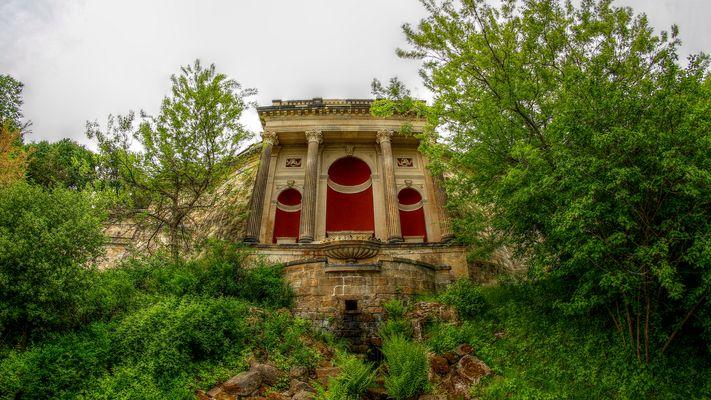 unterhalb des römischen bades von schloss albrechtsberg an desdens elbhang
