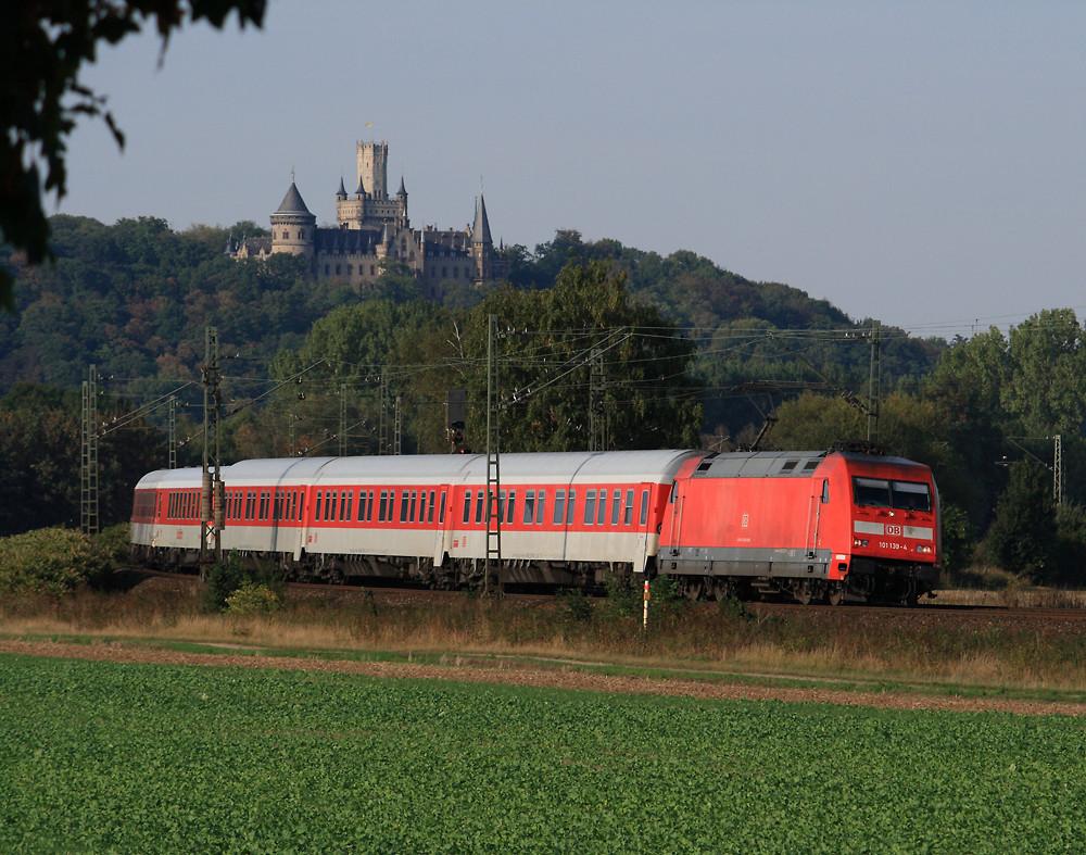 Unterhalb vom Schloß Marienburg...
