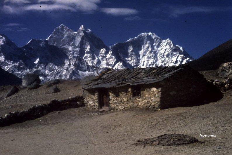 Unterkunft für Yaks vor dem Katenga (Nepal)