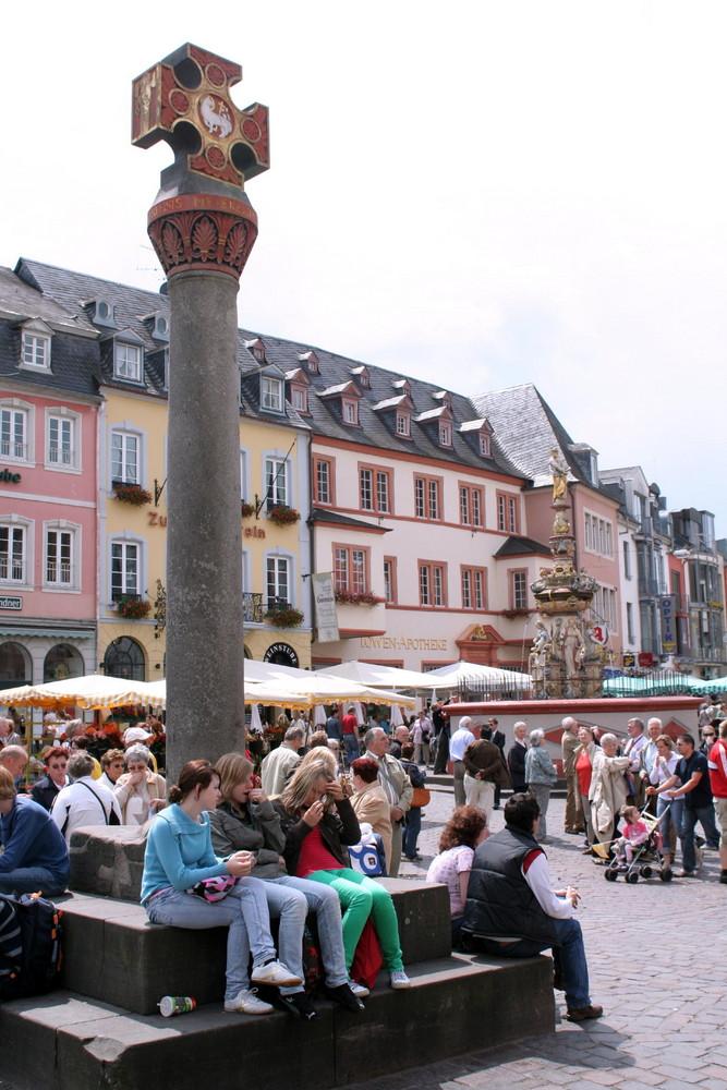 Unterm Marktkreuz