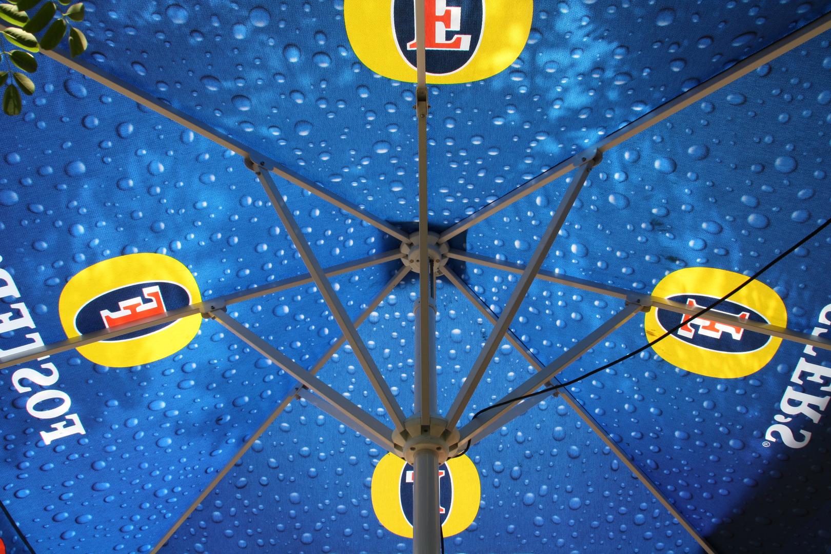 Unterm Schirm