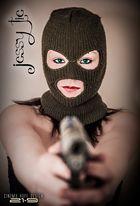 unterschätze nie die Waffen einer Frau