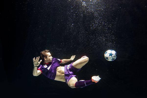 Unterwasser Fußball