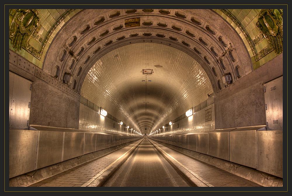 Unterwegs in Hamburg - Alter Elbtunnel Foto & Bild ...