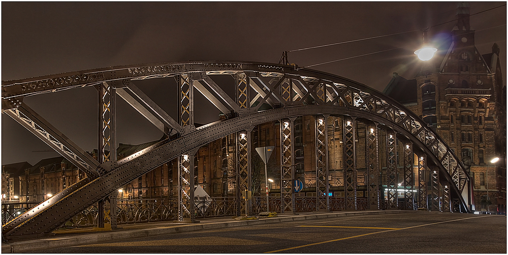 Unterwegs in Hamburg - Brooksbrücke bei Nacht