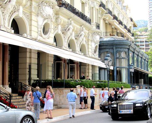 Unterwegs in Monaco....Szenen vor dem Hotel de Paris...